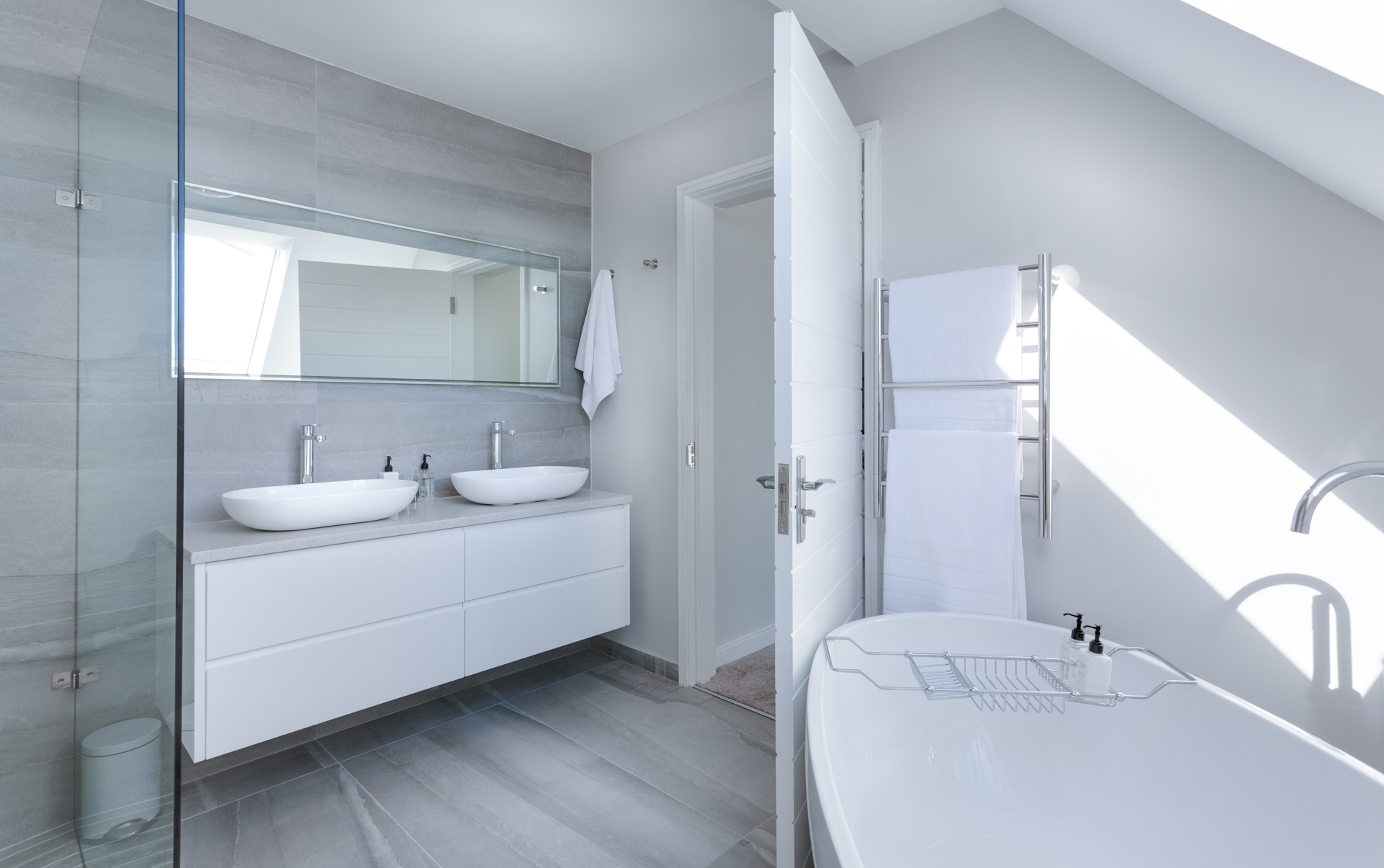 modern-minimalist-bathroom-3115450