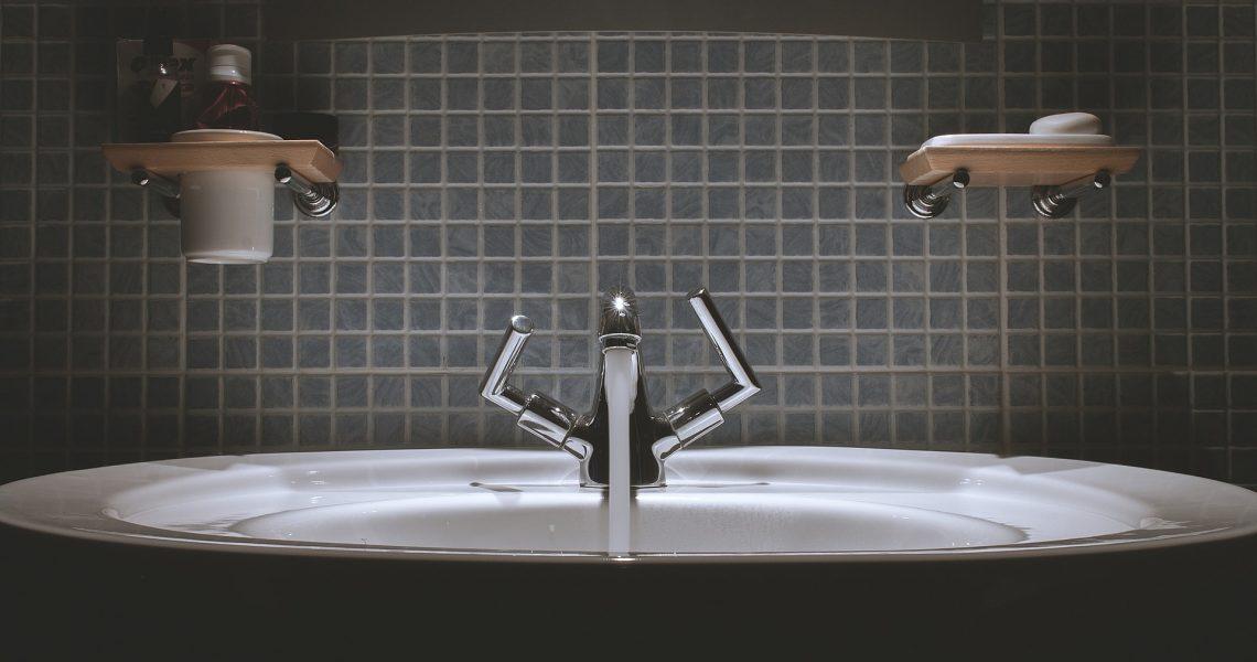 bathroom-690774_1920